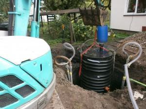 Ievietosana vecaja betona groda 300x225 Bioloģiskās attīrīšanas iekārtas ievietošana vecajā betona grotā